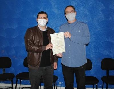 Câmara realiza entrega de Moção a Karl Milla, pelo prêmio nacional de produtividade de soja do Cesb (safra 2020-2021)